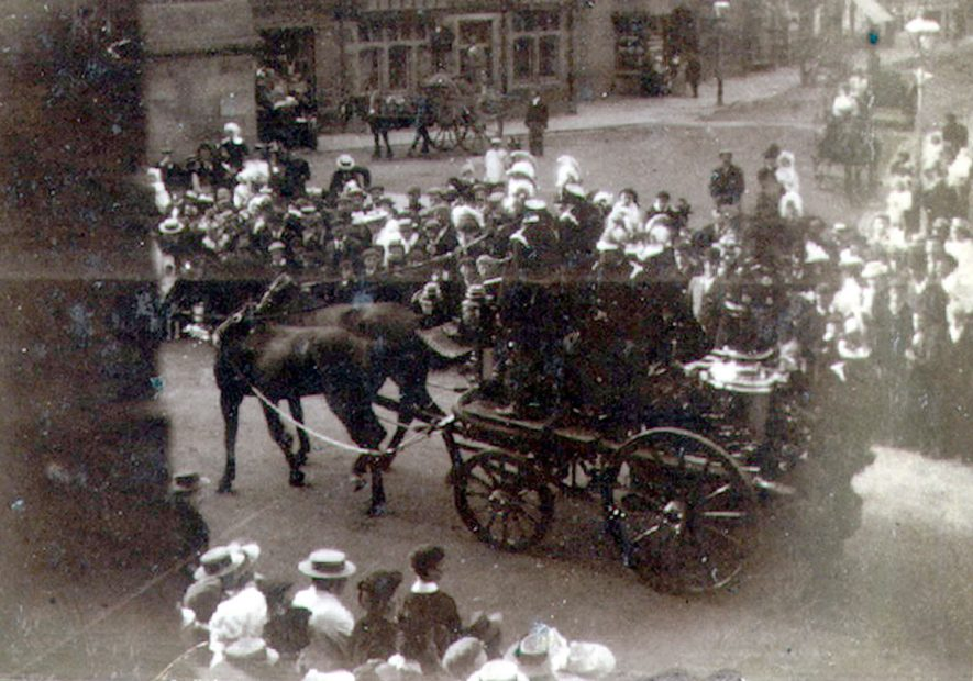 A fire engine in North Street, Rugby.  1900 |  IMAGE LOCATION: (Rugby Library)