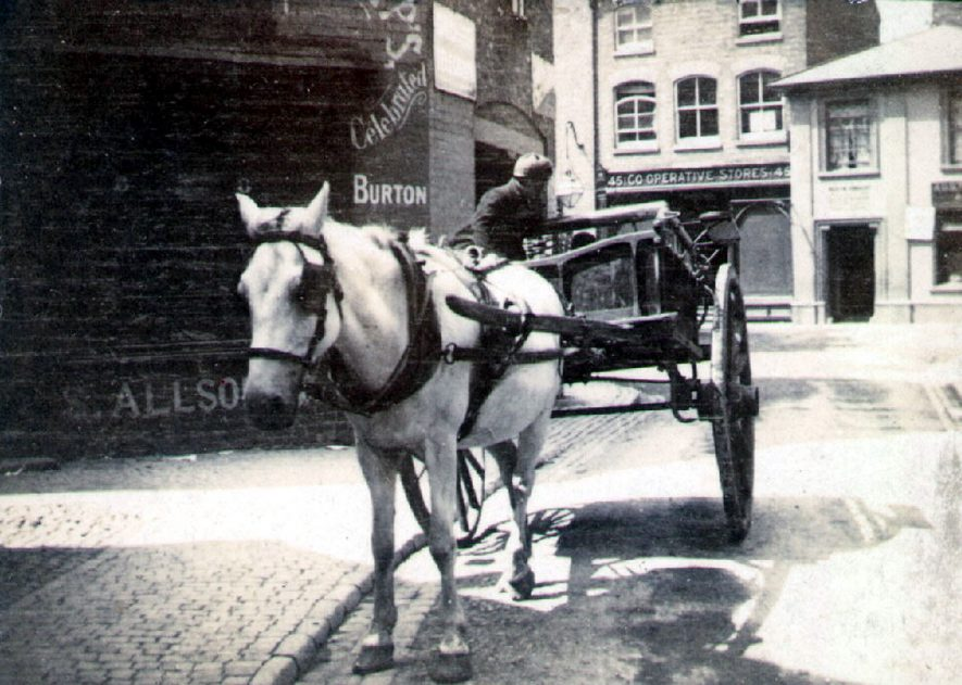 A horse and cart in Chapel Street, Rugby.  1900 |  IMAGE LOCATION: (Rugby Library)