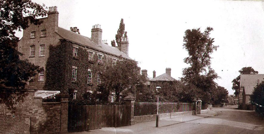Houses in Dunchurch Road, Rugby. 1900s[The large house on the left has been identified as The Laurels which later became apprentice accommodation for A.E.I. Rugby and is on the opposite side of the road and near to St. Maries Catholic Church] |  IMAGE LOCATION: (Rugby Library)