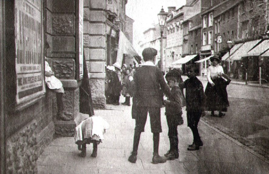 A small group of children in High Street, Rugby.  1900 |  IMAGE LOCATION: (Rugby Library)