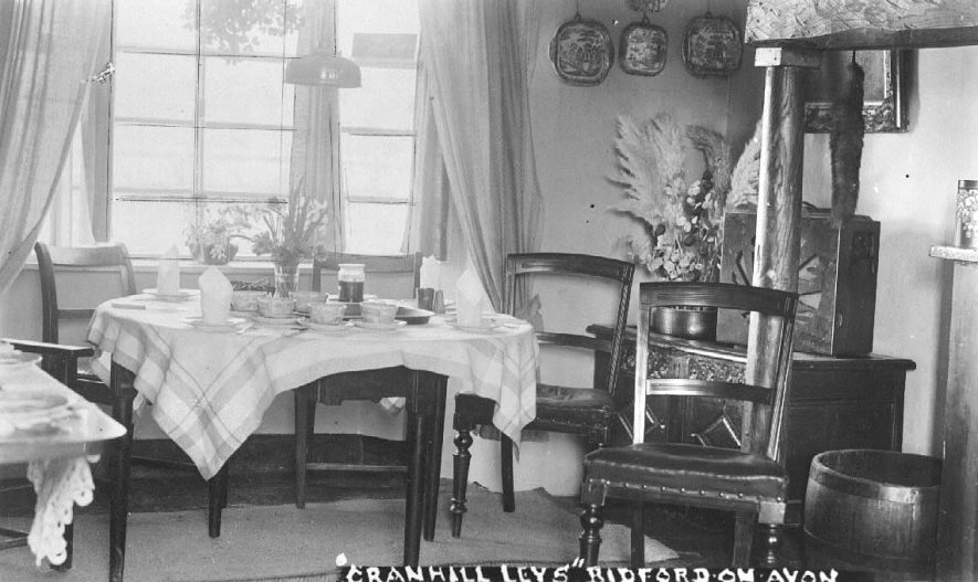 Cranhill Leys guest house, Bidford on Avon. Interior view of dining room.  1930s |  IMAGE LOCATION: (Warwickshire County Record Office)