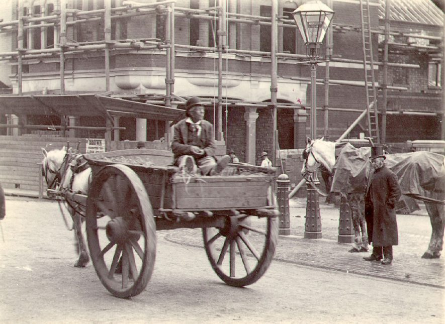 Horse and cart in front of Bennett's, hairdressers, which was completed in 1894. |  IMAGE LOCATION: (Rugby Library)