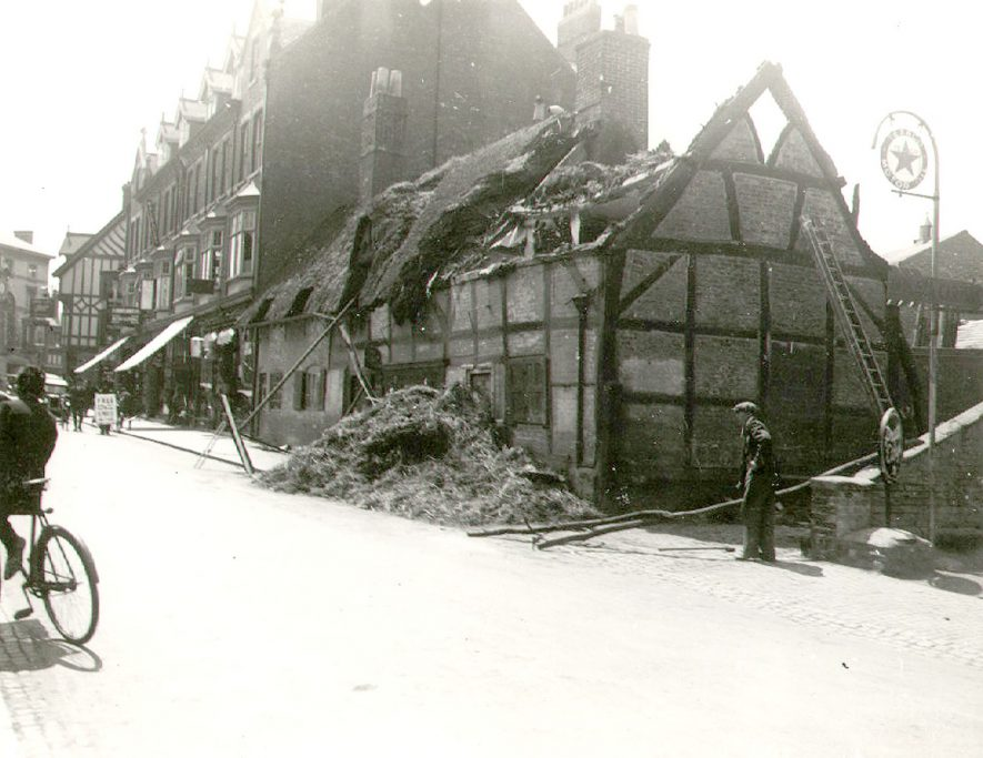 Demolition of old cottages, North Street, Rugby.  1933 |  IMAGE LOCATION: (Rugby Library)