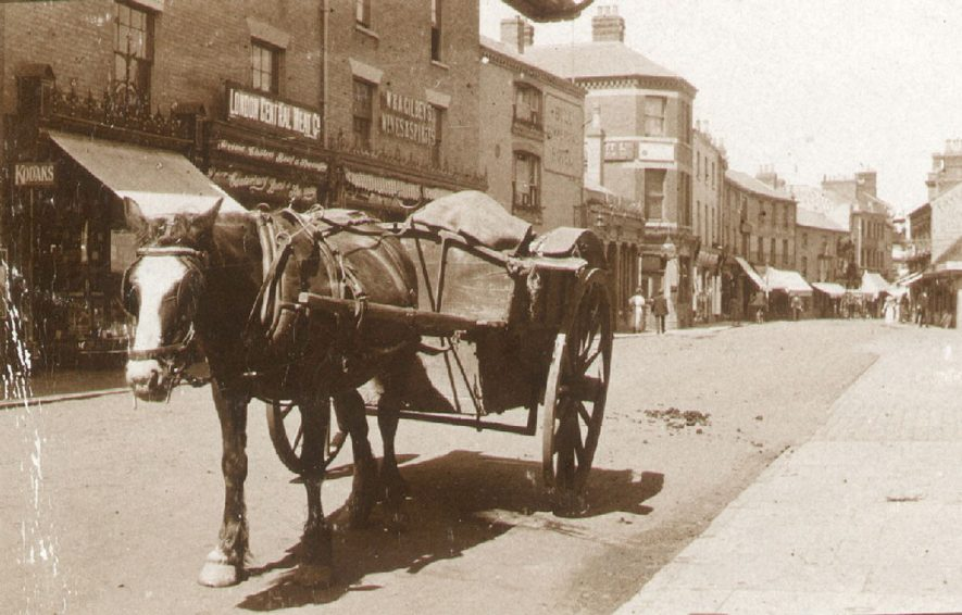 Horse and cart in Sheep Street, Rugby.  1905 |  IMAGE LOCATION: (Rugby Library)