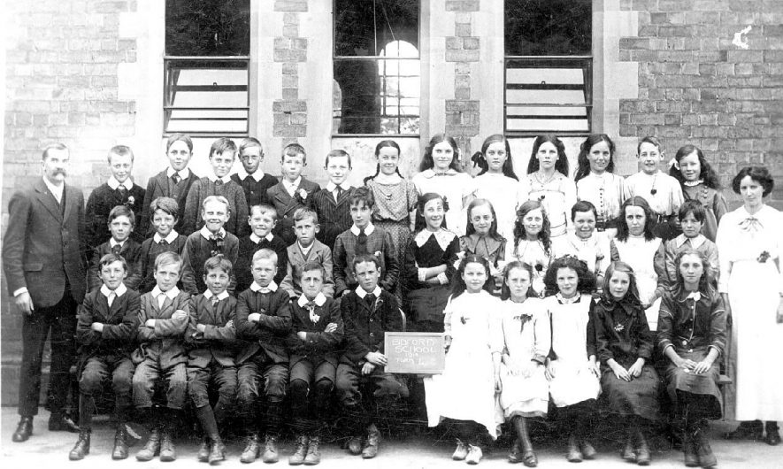 Class 4 at Bidford on Avon school in 1914 and their teachers.  1914 |  IMAGE LOCATION: (Warwickshire County Record Office)