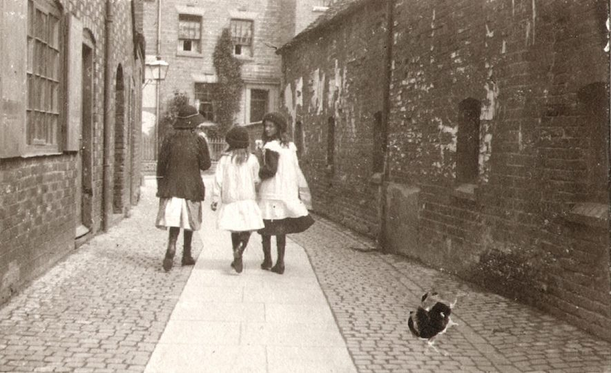 Windsor Court, which no longer exists, looking towards Little Church Street, Rugby.  1910 |  IMAGE LOCATION: (Rugby Library)