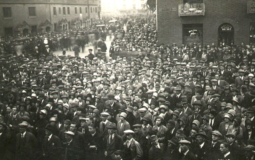 Crowds in Rugby Market Square during the General Election of 1935.    IMAGE LOCATION: (Rugby Library)