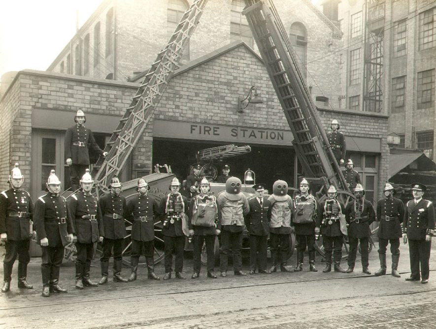 B.T.H. Fire Brigade including Chief Officer F A  Starmore, Rugby.  1940    IMAGE LOCATION: (Rugby Library) PEOPLE IN PHOTO: Starmore as a surname, Starmore, Chief Officer F.A.