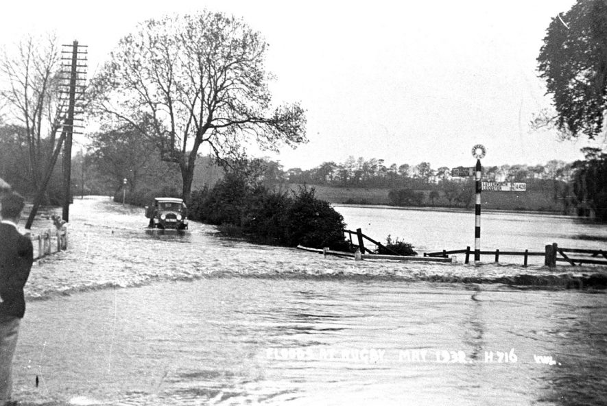 Newbold Road, Rugby, in flood.  1932 |  IMAGE LOCATION: (Rugby Library)