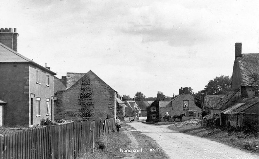 Street with cottages, Blackwell.  1930s |  IMAGE LOCATION: (Warwickshire County Record Office)