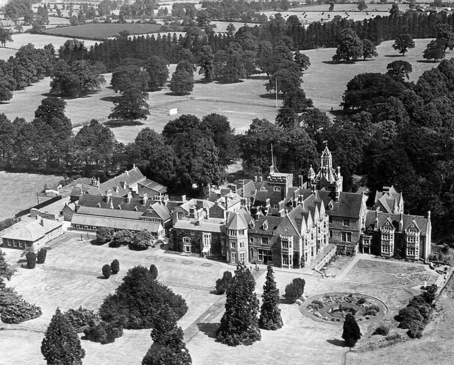Aerial view of Bilton Grange School buildings and sports fields.  Late 1950s |  IMAGE LOCATION: (Warwickshire County Record Office)