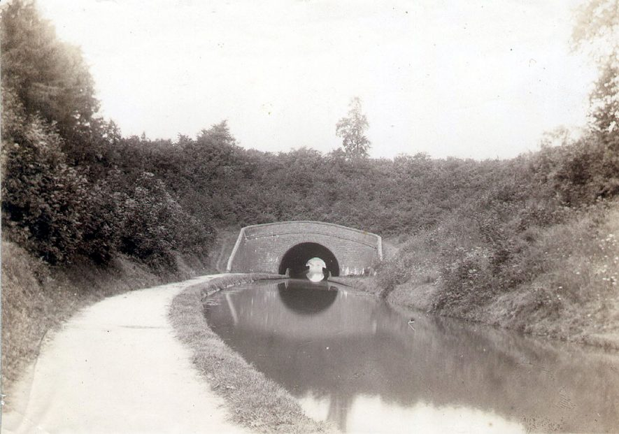 Newbold tunnel on the Oxford Canal, Newbold on Avon.  1920s |  IMAGE LOCATION: (Rugby Library)