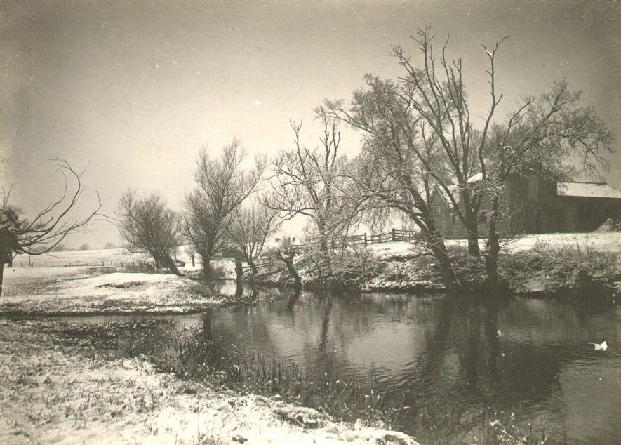 The Oxford Canal at Brownsover in winter.  1900 |  IMAGE LOCATION: (Rugby Library)