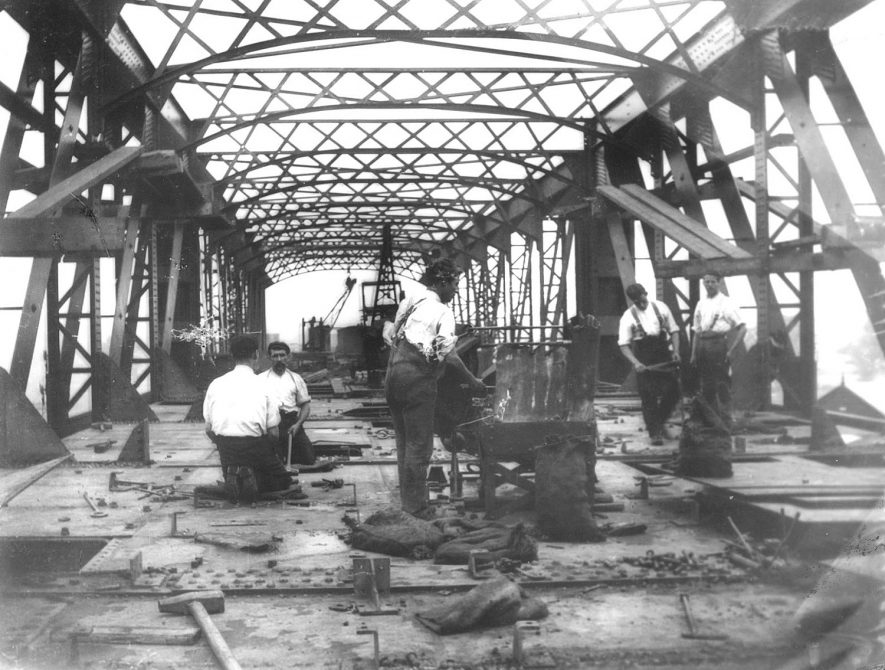 Construction of a girder bridge to carry the Great Central Railway over the L.N.W.R, Rugby.  1900s |  IMAGE LOCATION: (Rugby Library)