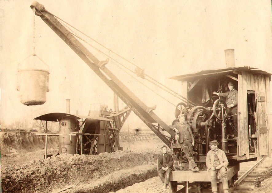 Construction of the Great Central Railway goods yard at Rugby.  1890s.  Further information can be found in the following editions of the Rugby Advertiser:  February 1st 1896; August 8th 1896; October 31st 1896; May 1st 1897; July 24th 1897; January 1st 1898; March 11th 1899; and March 18th 1899.    IMAGE LOCATION: (Rugby Library)