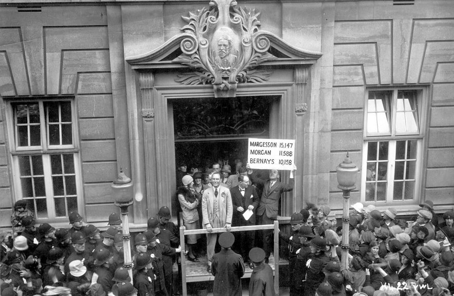 Declaration of the result of the 1929 general election in Rugby from The Benn Buildings.  May 30th 1929 |  IMAGE LOCATION: (Rugby Library)