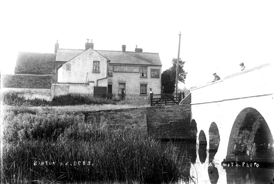 River bridge at Binton with The Four Alls public house in the background.  1900s |  IMAGE LOCATION: (Warwickshire County Record Office)