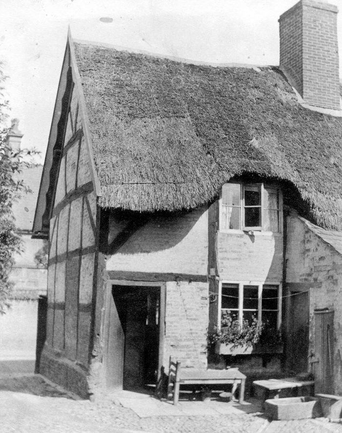 Thatched cottage in North Street, Rugby, which was demolished in 1933.  1920s    IMAGE LOCATION: (Rugby Library)