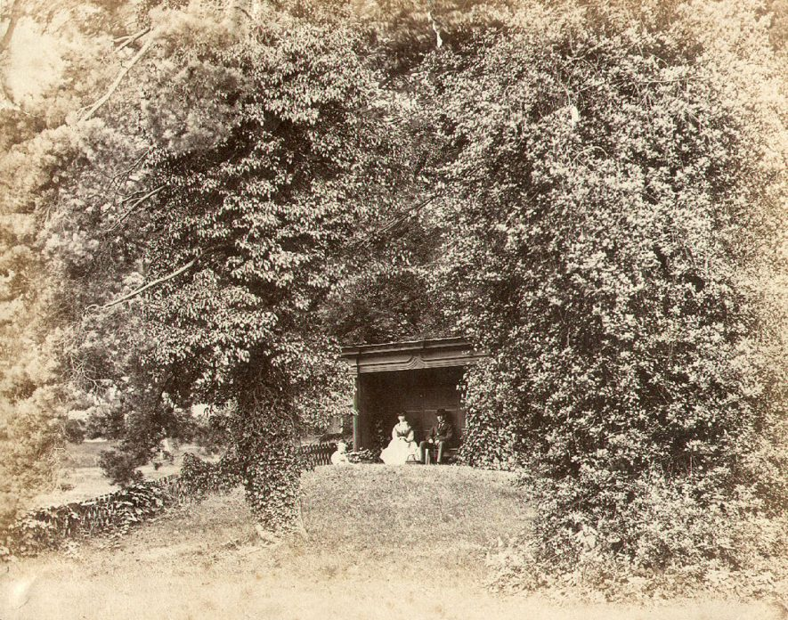 The poet Addison's favourite seat in the grounds of Bilton Hall, Rugby.  1900s |  IMAGE LOCATION: (Rugby Library)