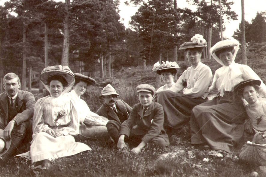 The Dewar family on holiday in Scotland.  Mr. William Dewar was an assistant master at Rugby School and became Chairman of Rugby RDC.  1907 |  IMAGE LOCATION: (Rugby Library) PEOPLE IN PHOTO: Dewar, William, Dewar as a surname