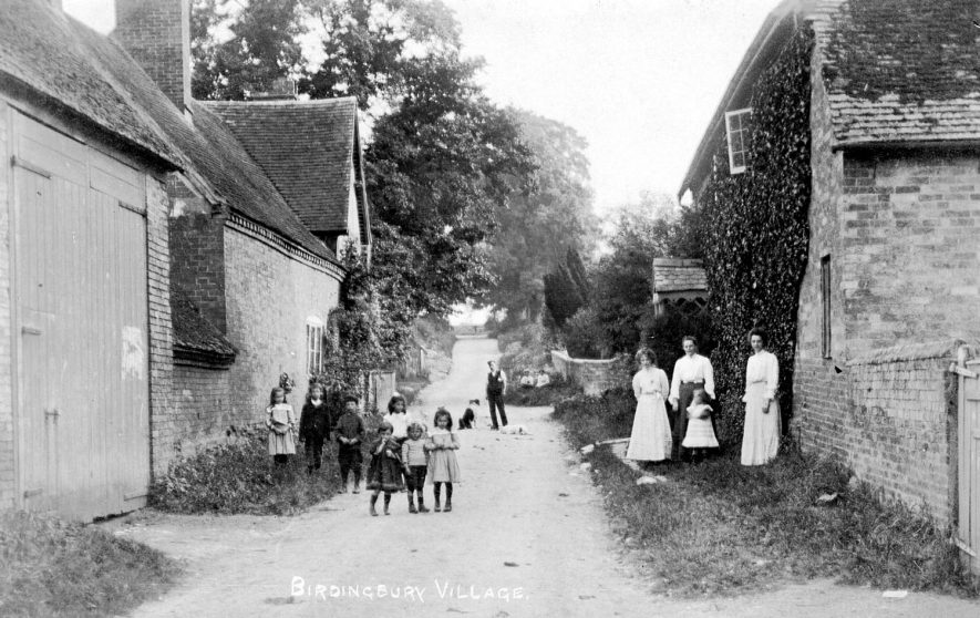 A street scene showing a family group and a group of children, Birdingbury.  1900s    IMAGE LOCATION: (Warwickshire County Record Office)