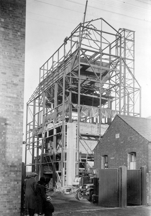 Rugby Gas Co. Retort House under construction in Wood Street.  1930    IMAGE LOCATION: (Rugby Library)