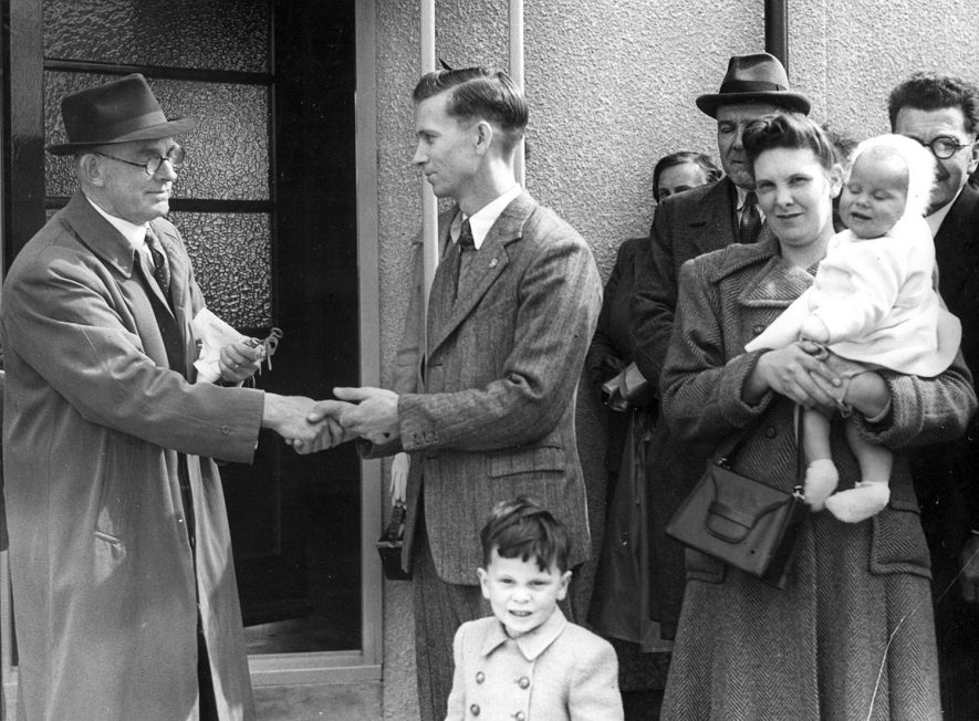 Councillor S.P Smart hands over the key of  the first house to be completed in Fosterd Road on the Newbold Glebe estate, Rugby.  July 20th 1950 |  IMAGE LOCATION: (Rugby Library) PEOPLE IN PHOTO: Smart, Alderman S P, Smart as a surname
