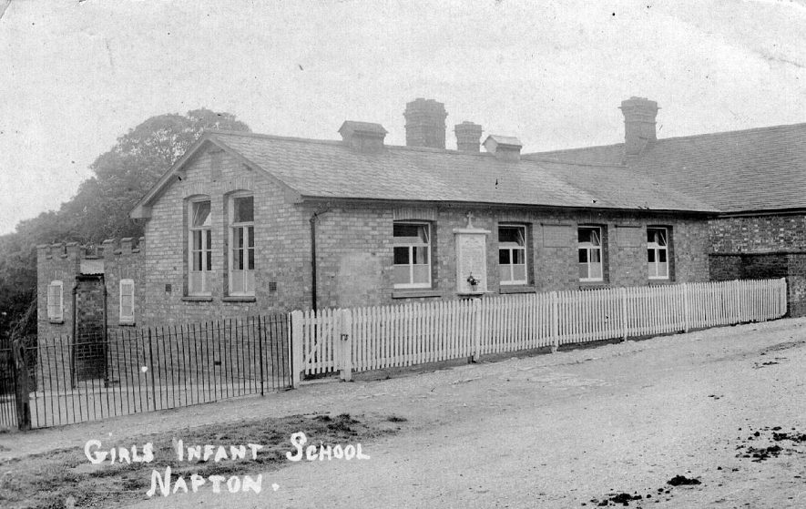 Napton on the Hill Girls Infant School.   1920s |  IMAGE LOCATION: (Warwickshire County Record Office)