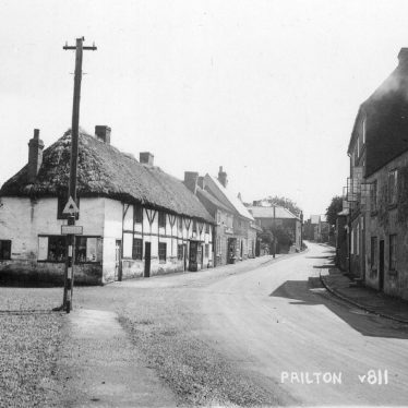 Pailton.  Thatched cottages