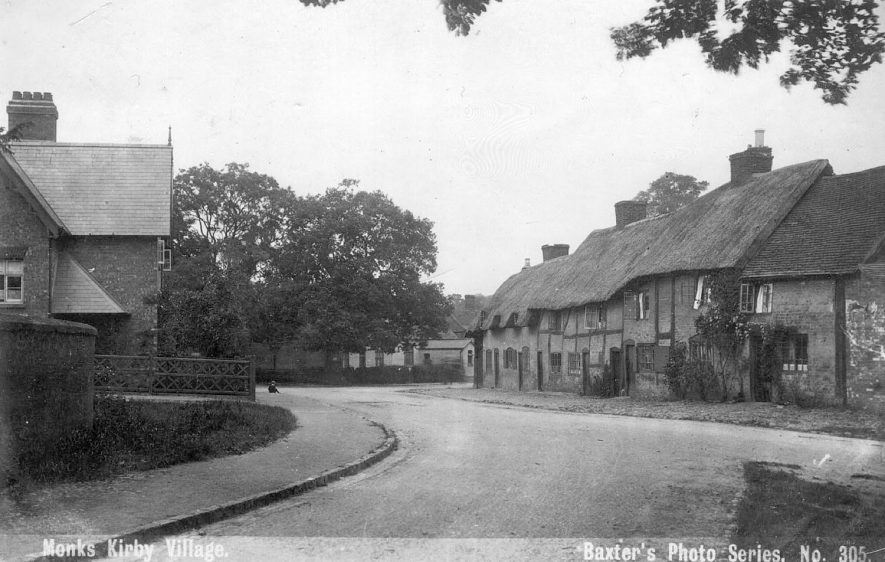 Thatched cottages in Monks Kirby.  1900s |  IMAGE LOCATION: (Warwickshire County Record Office)