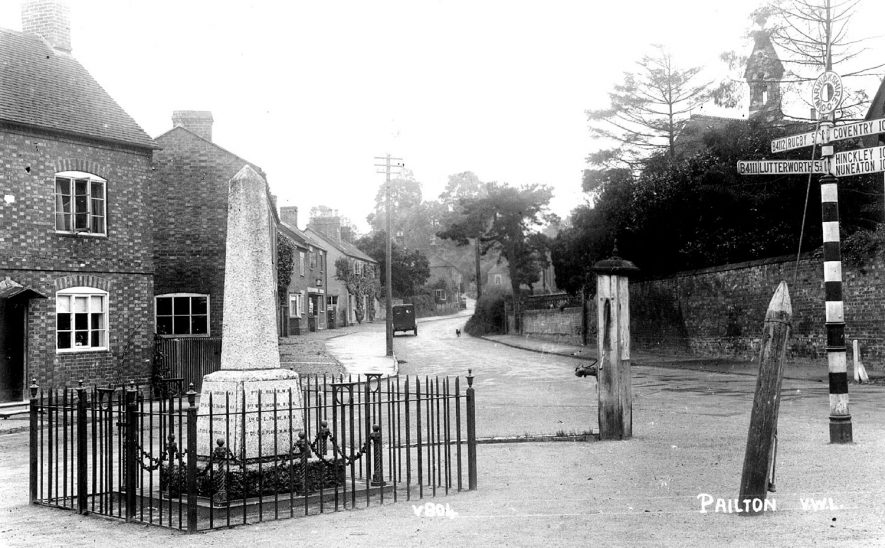War memorial, water pump and cottages in Pailton.  1920s |  IMAGE LOCATION: (Warwickshire County Record Office)