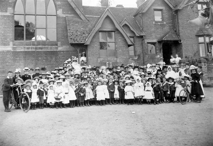 Bishops Tachbrook School group photograph.  1900s |  IMAGE LOCATION: (Warwickshire County Record Office)