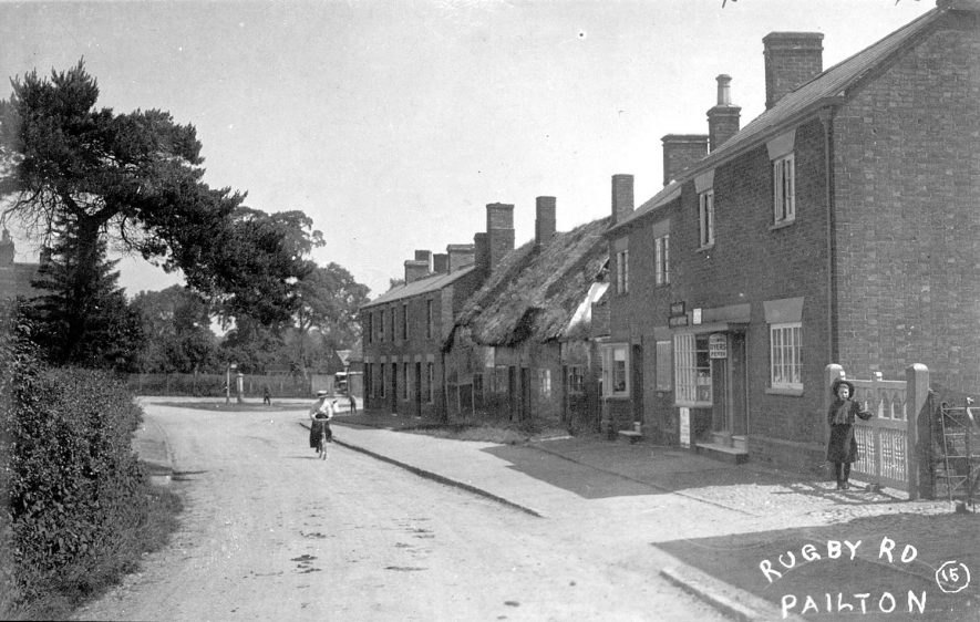 Cottages in Rugby Road, Pailton.  1900s |  IMAGE LOCATION: (Warwickshire County Record Office)