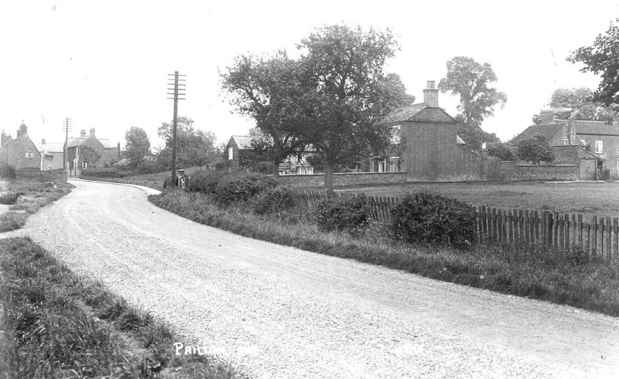Lane leading into Pailton.  1940s |  IMAGE LOCATION: (Warwickshire County Record Office)