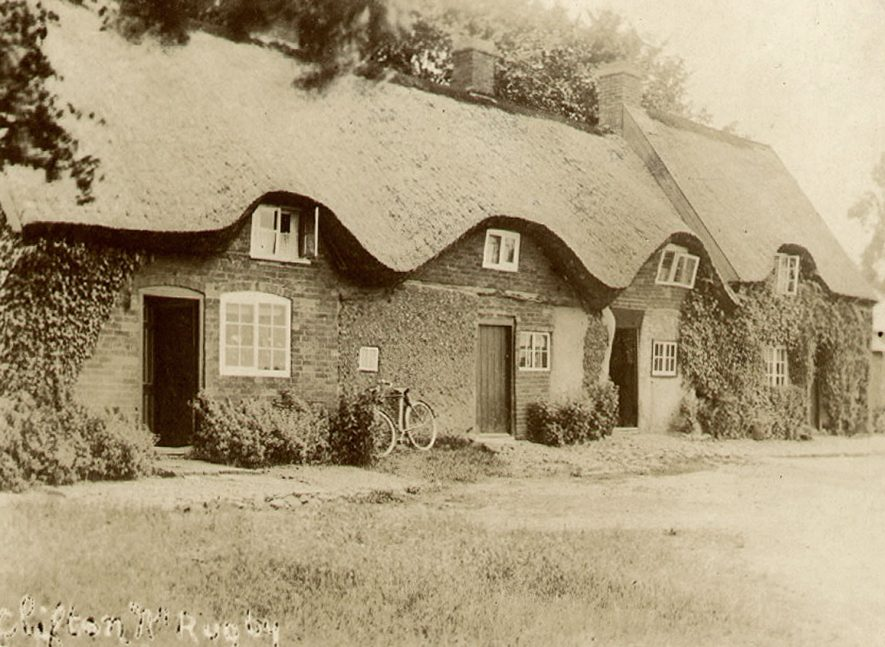 Thatched cottages in Clifton on Dunsmore.  1900s    IMAGE LOCATION: (Warwickshire County Record Office)