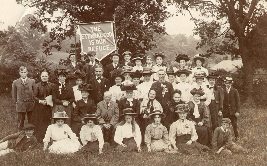 A religious gathering, Warwick.  1910s |  IMAGE LOCATION: (Warwickshire County Record Office)