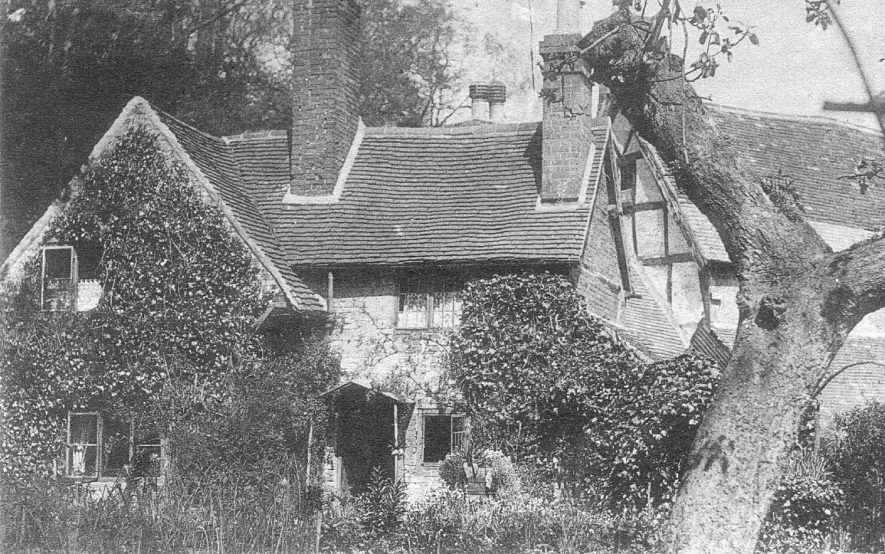 Cottage at the bottom of Mill Street, Warwick.  1910s |  IMAGE LOCATION: (Warwickshire County Record Office)