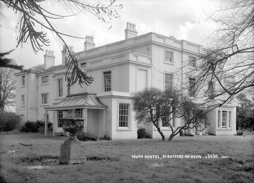 Large country house now used as a youth hostel at Alveston.  1960s |  IMAGE LOCATION: (Warwickshire County Record Office)