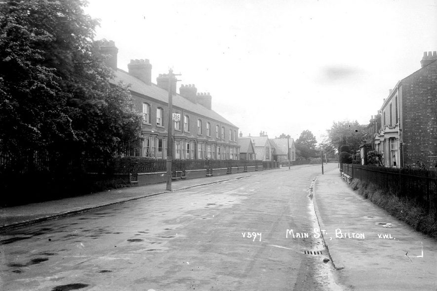 Terraced houses in Main Street, Bilton.  1920s |  IMAGE LOCATION: (Warwickshire County Record Office)
