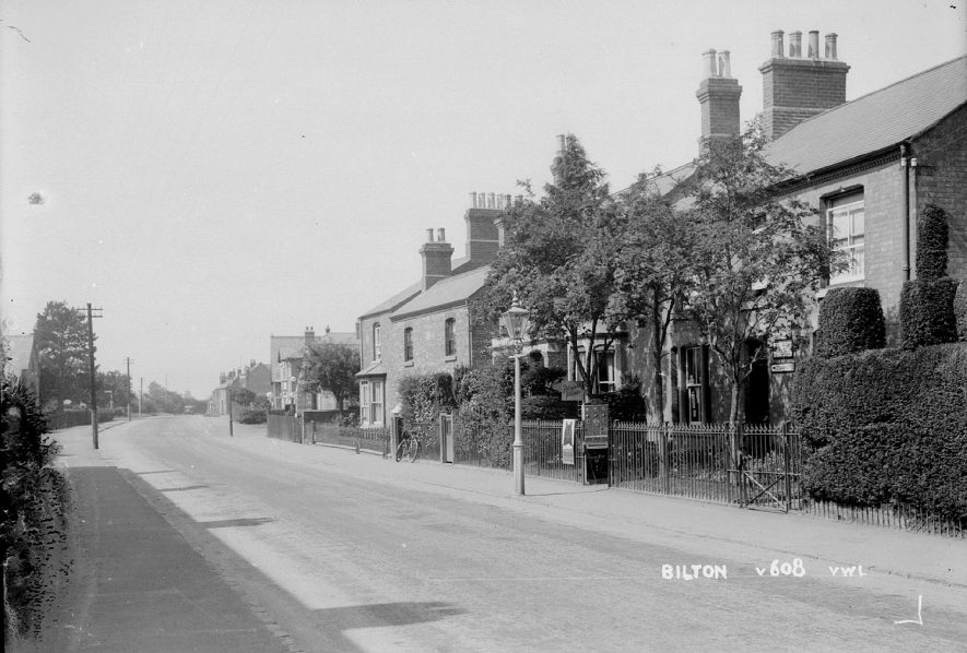 A village street in Bilton.  1930s |  IMAGE LOCATION: (Warwickshire County Record Office)