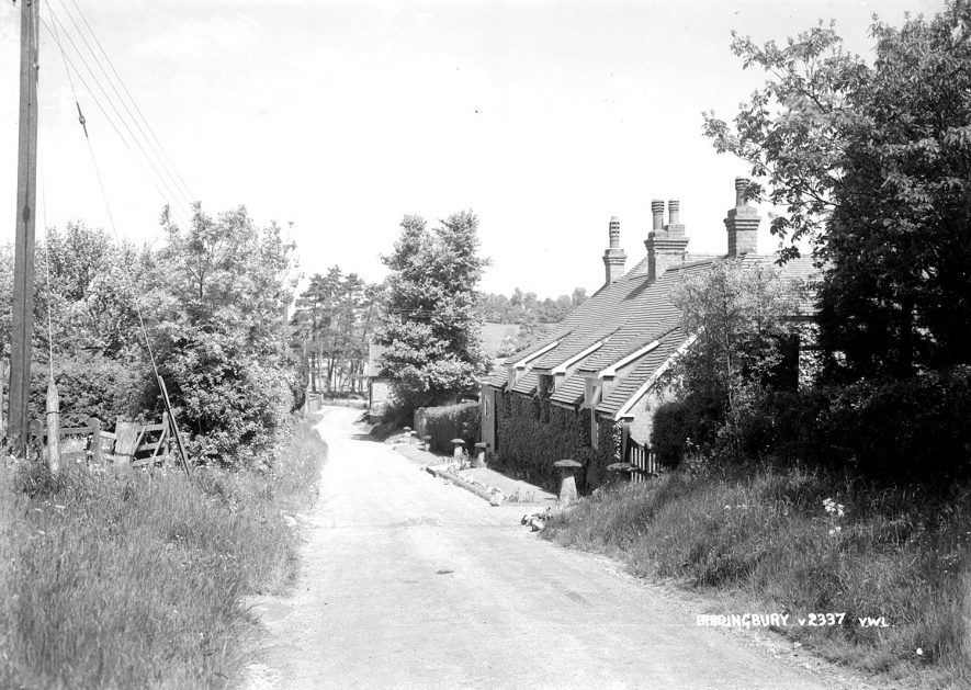 Cottages in Birdingbury.  1930s |  IMAGE LOCATION: (Warwickshire County Record Office)