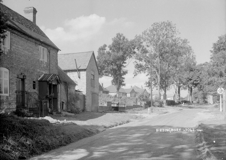 Birdingbury village scene.  1930s |  IMAGE LOCATION: (Warwickshire County Record Office)