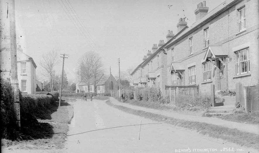 A street in Bishops Itchington.  1930s |  IMAGE LOCATION: (Warwickshire County Record Office)