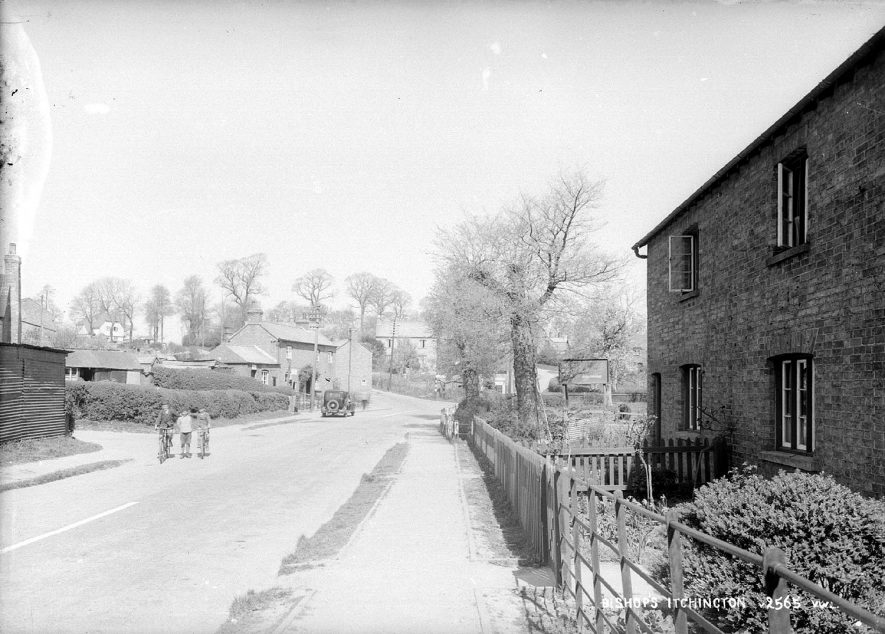 A street scene in Bishops Itchington.  1930s |  IMAGE LOCATION: (Warwickshire County Record Office)