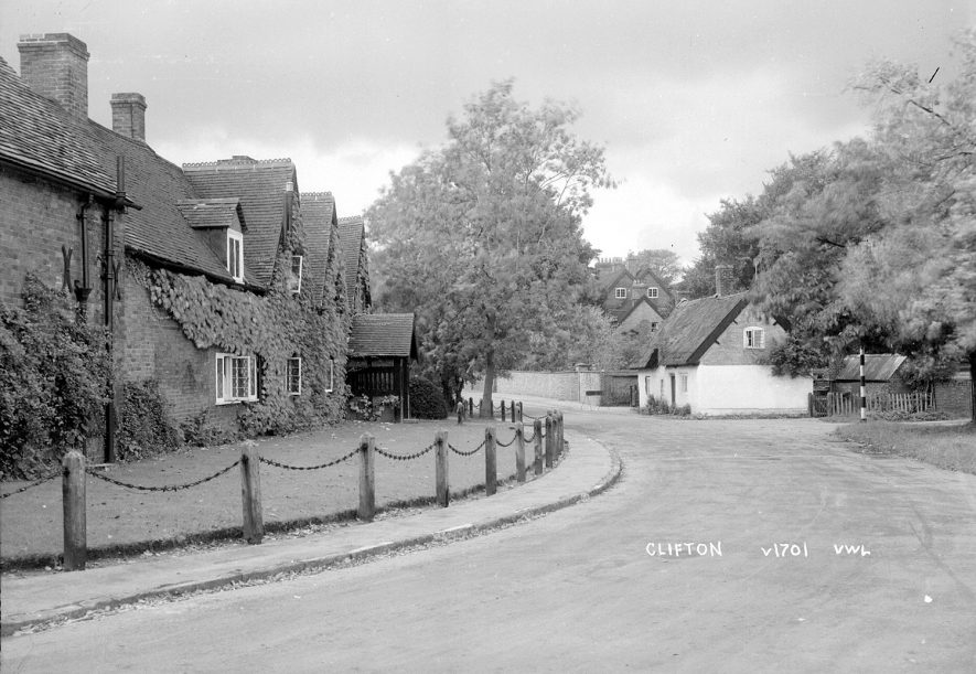 Cottages in Clifton upon Dunsmore.  1930s |  IMAGE LOCATION: (Warwickshire County Record Office)