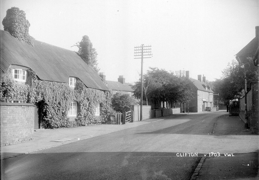 Thatched cottages in Clifton upon Dunsmore.  1930s |  IMAGE LOCATION: (Warwickshire County Record Office)