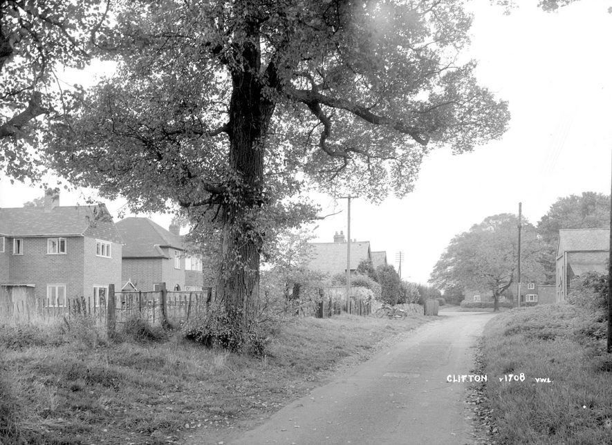 A lane in Clifton upon Dunsmore.  1930s |  IMAGE LOCATION: (Warwickshire County Record Office)