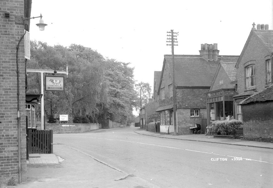 Clifton upon Dunsmore street showing the Bull Inn.  1930s |  IMAGE LOCATION: (Warwickshire County Record Office)