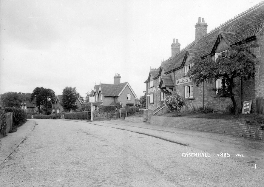 A row of cottages and public house in Easenhall.  1930s |  IMAGE LOCATION: (Warwickshire County Record Office)