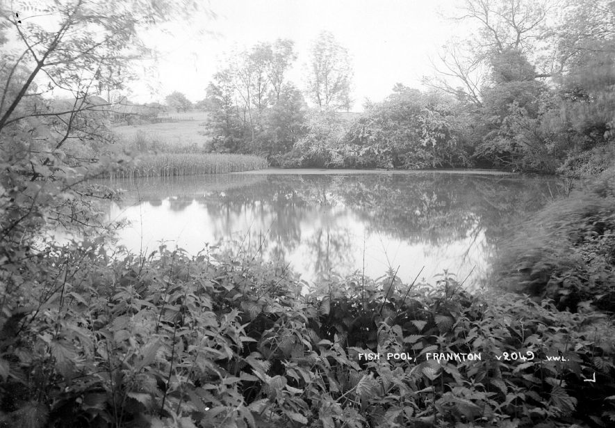 The Fish Ponds, Frankton.  1930s |  IMAGE LOCATION: (Warwickshire County Record Office)